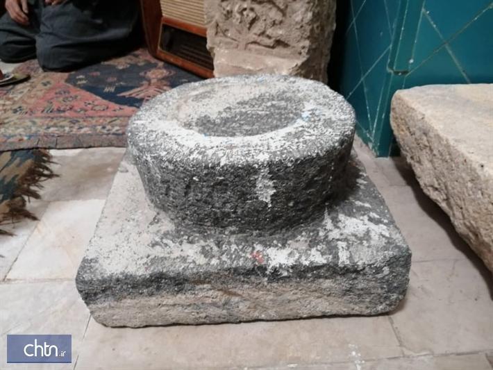 انتقال پایه ستون های سنگی مسجد روستای برده رشان به موزه مردم شناسی مهاباد