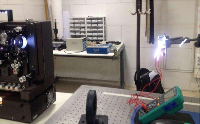 بومی سازی تجهیزات فتوراکتورهای آزمایشگاهی و منبع تابشی شبیه ساز نور خورشید