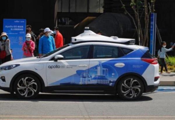 تاکسی خودران رباتیک در چین شروع به کار کرد